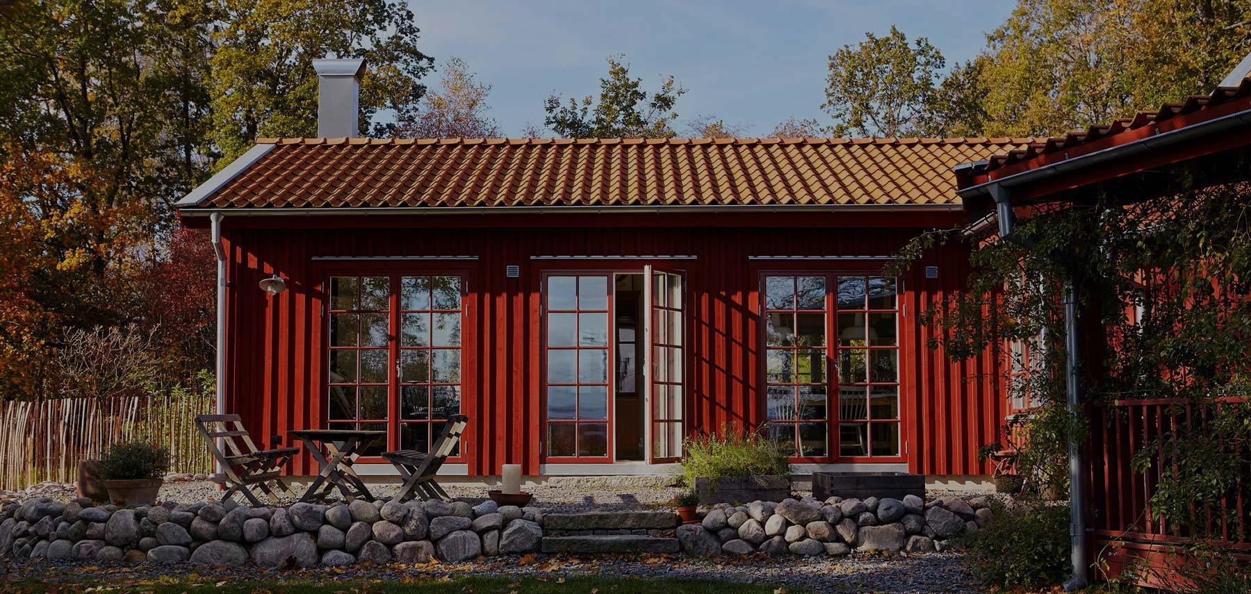 Lingbo topp - rött hus med stora fönster